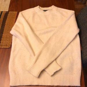 White smooth banana republic sweater. Used twice.